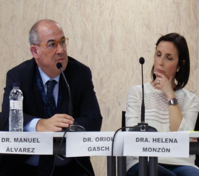 Fotografia frontal del dr. Manuel Álvarez, al costat de la dra Helena Monzón en un moment de la sessió.