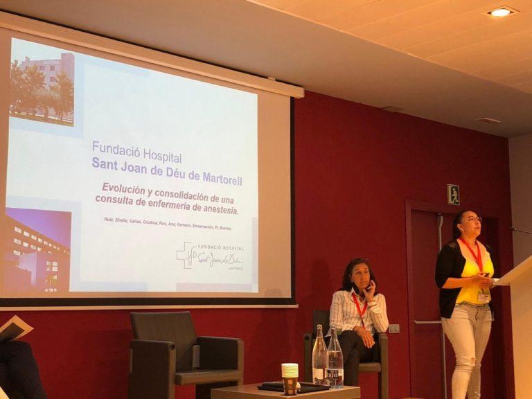 La infermera Sheila Ruiz durant la seva exposició en el transcurs de la IV Jornada de l'Associació Catalana d'Infermeria d'Anestèsia