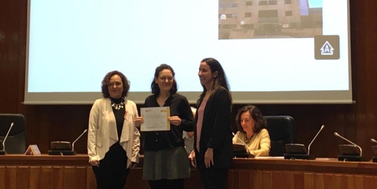 Roser Palau, llevadora referent FHSJDM, rep el diploma IHAN Fase 2D