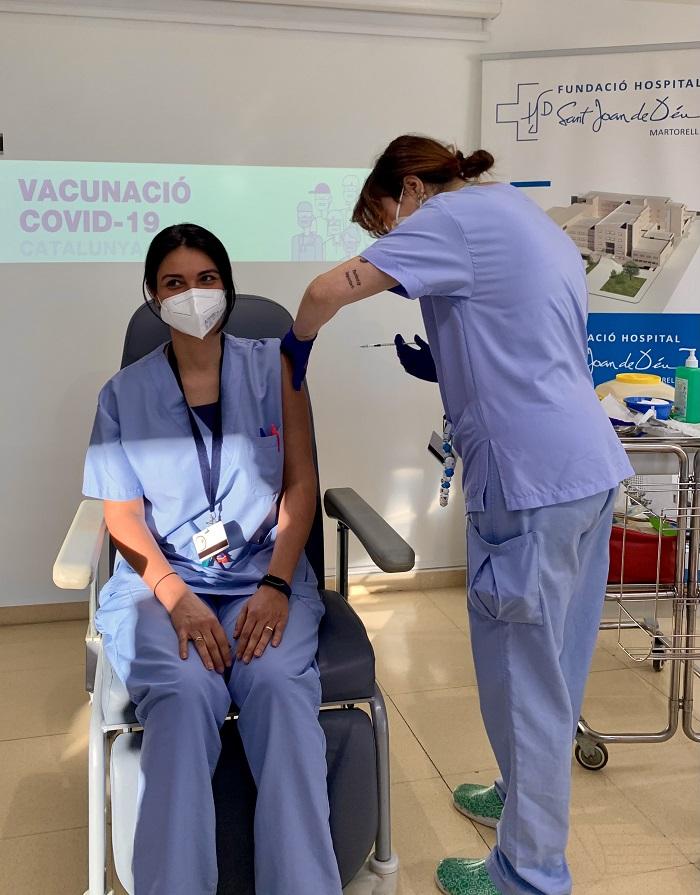 Vacunació COVID-19 FHSJDM Vanessa Vidal 2021